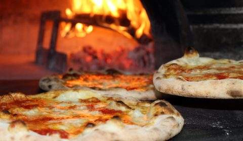 How to bake homemade Pizza